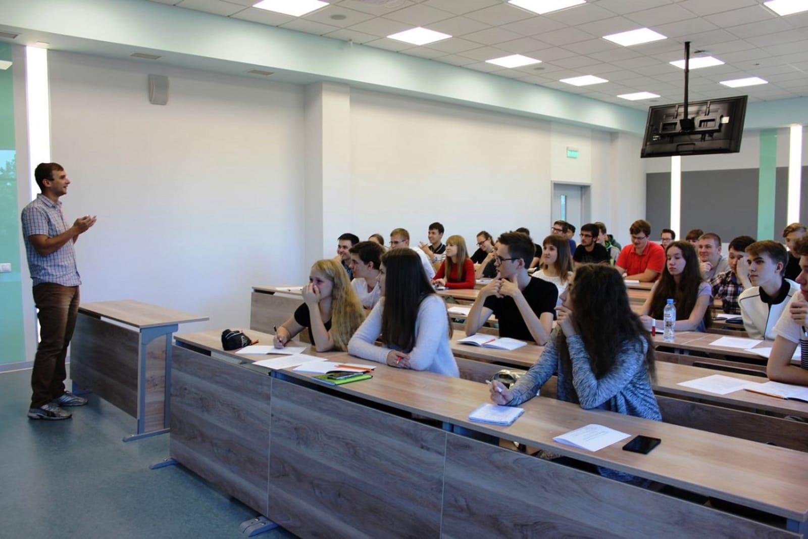 新西伯利亚国立大学学生在课堂上