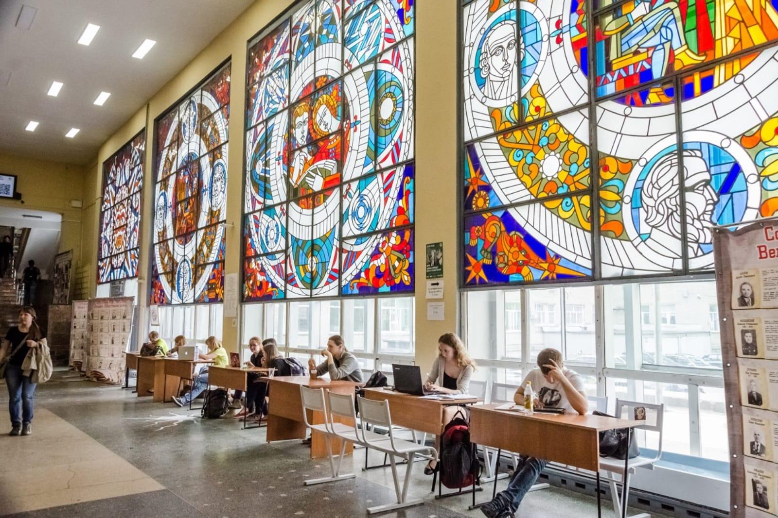 新西伯利亚国立大学的老教学楼著名的玻璃走廊