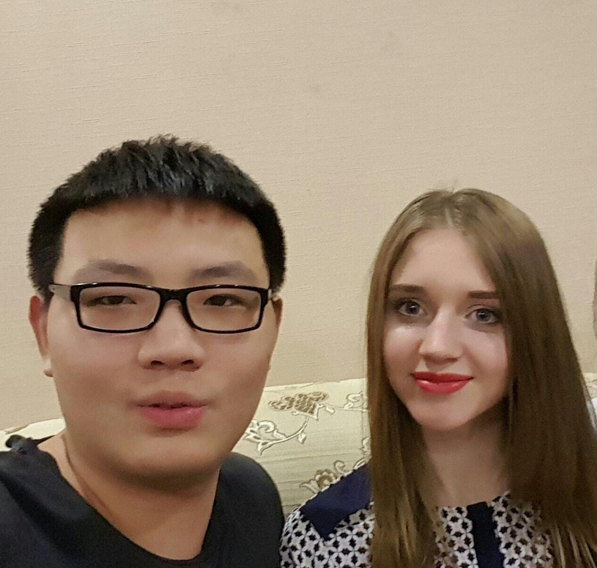 我和俄罗斯朋友的聚餐合影2016年 俄罗斯留学